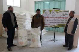 الجمعية الإسلامية بالنصيرات توزّع الدقيق على الأسر الفقيرة