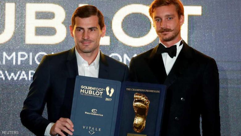 كاسياس يفوز بجائزة القدم الذهبية