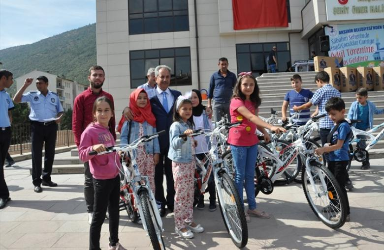 """بلدية تركية توزع هدايا مسابقة """"صلاة الفجر"""" على 520 طفلاً"""