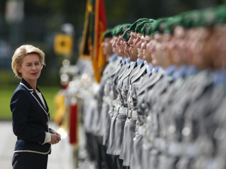 وزيرة الدفاع الألمانية: اعتدنا تقريبا على انتقادات ترامب