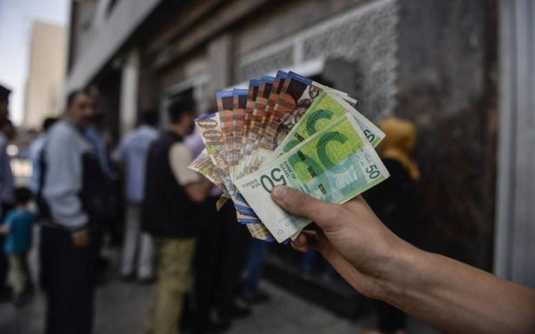 بدء صرف رواتب موظفي غزة عبر الصراف الآلي والبنوك