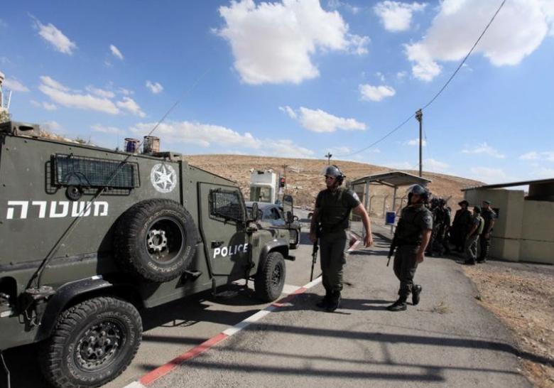الاحتلال يحتجز شبانا ويعيق تحركات المواطنين بجنين