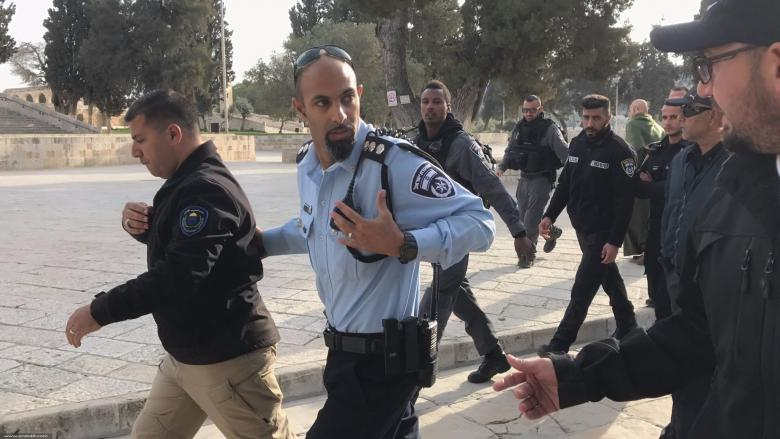 اعتقال طالب باقتحام مستوطنين باحات الأقصى