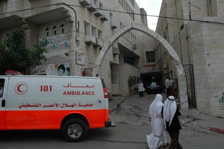 محافظ طولكرم يجمد قرار إغلاق مستشفى الهلال الأحمر لشهر