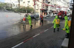 طواقم بلدية غزة تبدأ بتعقيم برج الجوهرة ومكاتب المؤسسات الإعلامية والصحفية