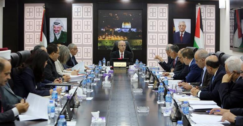 حماس: الحكومة وسلطة عباس متواطئتين مع صفقة القرن