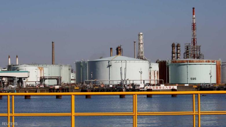 أسعار النفط تتراجع وتأهب لزيادة محتملة في المخزونات