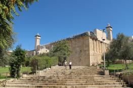 الاحتلال يحتجز مسنة قرب المسجد الإبراهيمي