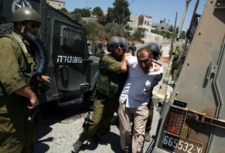 الاحتلال يعتقل ثلاثة مواطنين من القدس