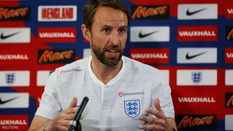 """مدرب إنجلترا يدفع ثمن """"احتفاله بالفوز"""" على تونس"""