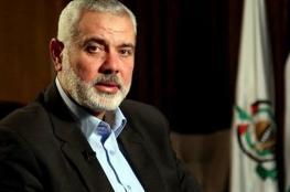 هنية يؤدي صلاة الغائب على الشهيد عمر ابو ليلى