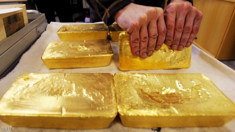 تماسك الذهب مع ضعف الدولار والطلب على الملاذات الآمنة