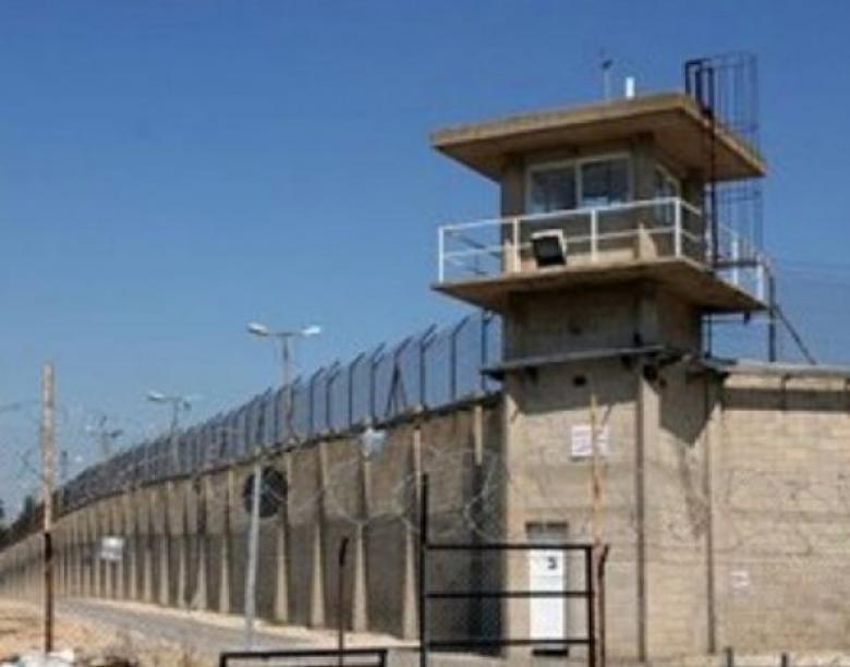"""تراجع الأوضاع الصحية لستة أسرى مرضى في معتقل """"النقب"""" الصحراوي"""