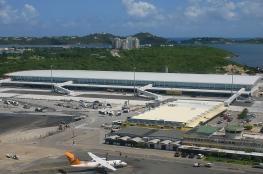 طائرة تحاول الهبوط في أكثر المطارات خطورة في العالم