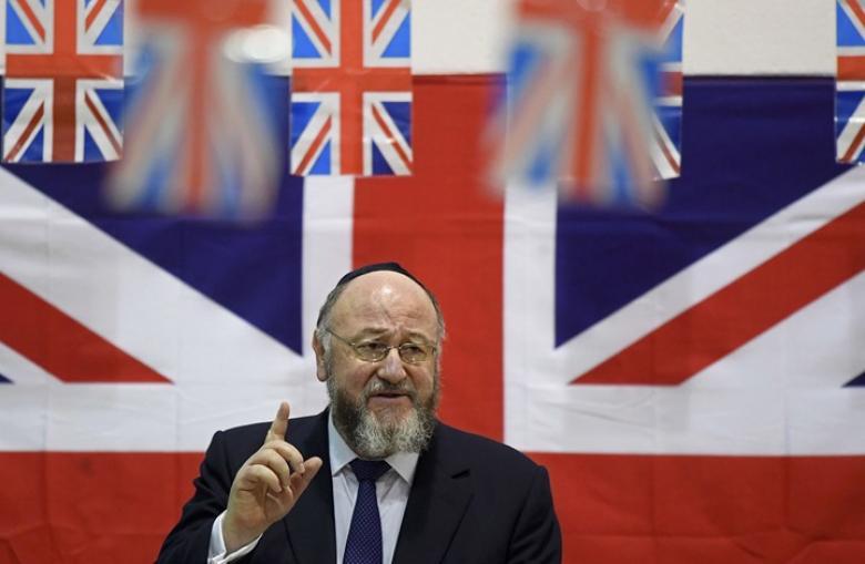 الغارديان: كبير حاخامات بريطانيا يهاجم جيرمي كوربين