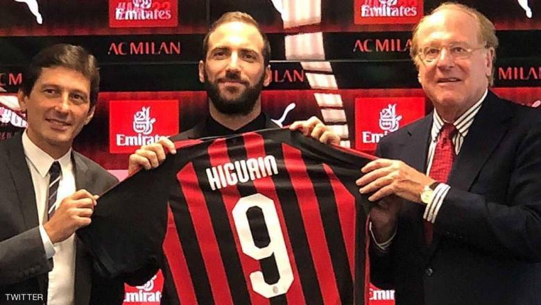 """ميلان يمنح هيغواين """"القميص الملعون"""""""
