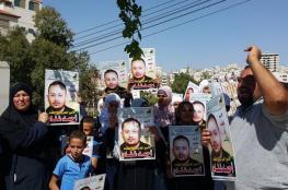 وقفة تضامنية مع الأسرى المضربين أمام بلدية دورا بالخليل