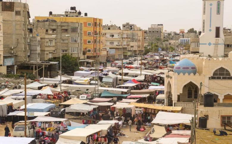 بلدية خان يونس والشرطة تناقشان خطة إغلاق سوق الأربعاء