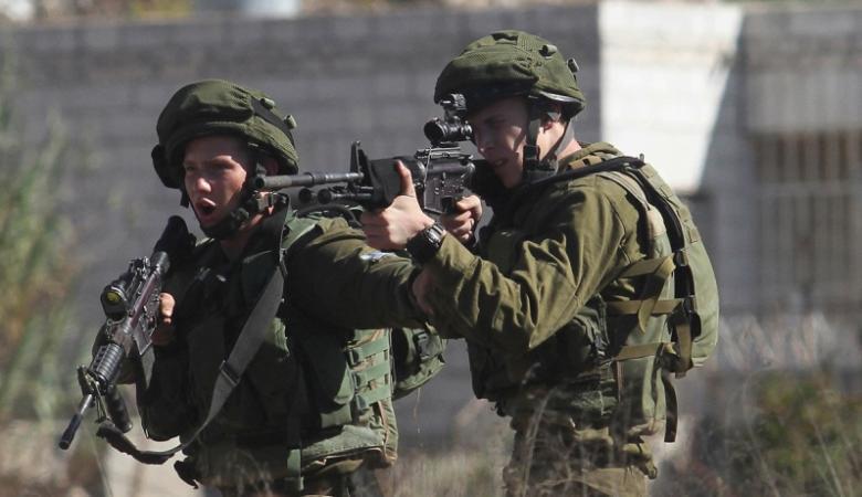 الاحتلال يطلق النار باتجاه مركبة جنوب الخليل