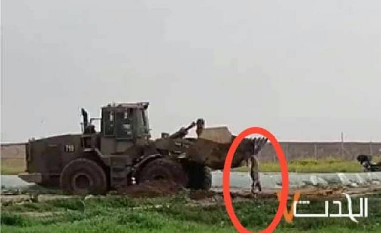 لحظة انتشال الاحتلال جثمان شهيد شرق  خانيونس