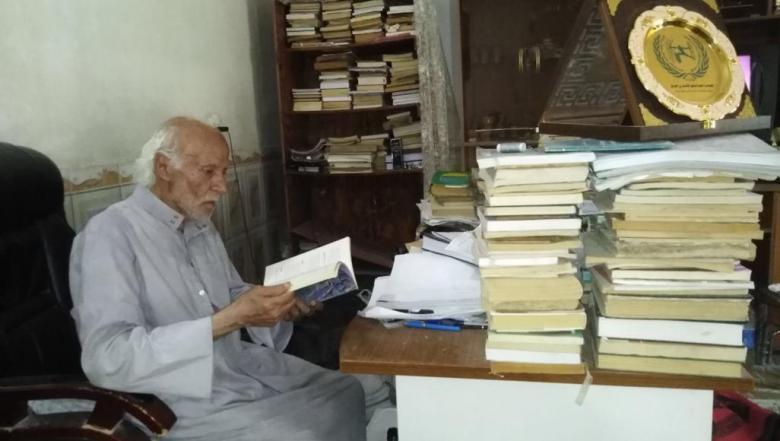 وهب حياته للعلم.. عراقي ينال الدكتوراه في سن الرابعة والثمانين