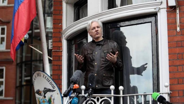 بريطانيا تعتقل مؤسس ويكيليكس في سفارة الإكوادور