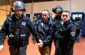 قوات الاحتلال تقتحم غرف الأسرى في سجن