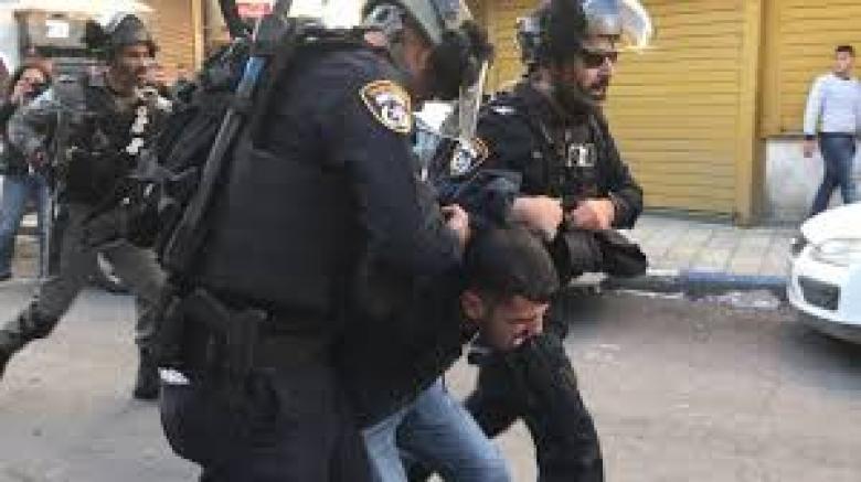 الاحتلال يعتقل 8 مقدسيين بحجة إلقاء الألعاب النارية