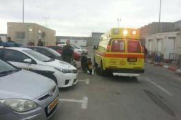 إصابة مجندة في عملية طعن على حاجز قلنديا
