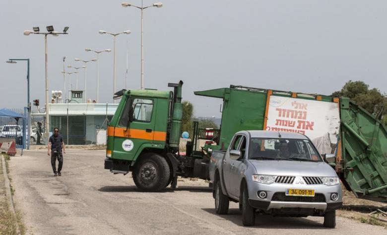 ضبط شاحنة نفايات خطرة إسرائيلية في الخليل