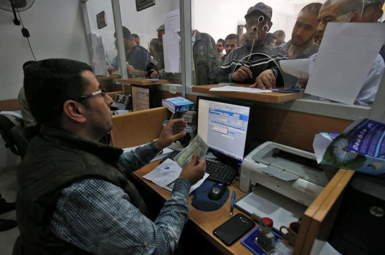 """""""المالية"""" بغزة تعلن موعد صرف راتب بدل المياومة"""