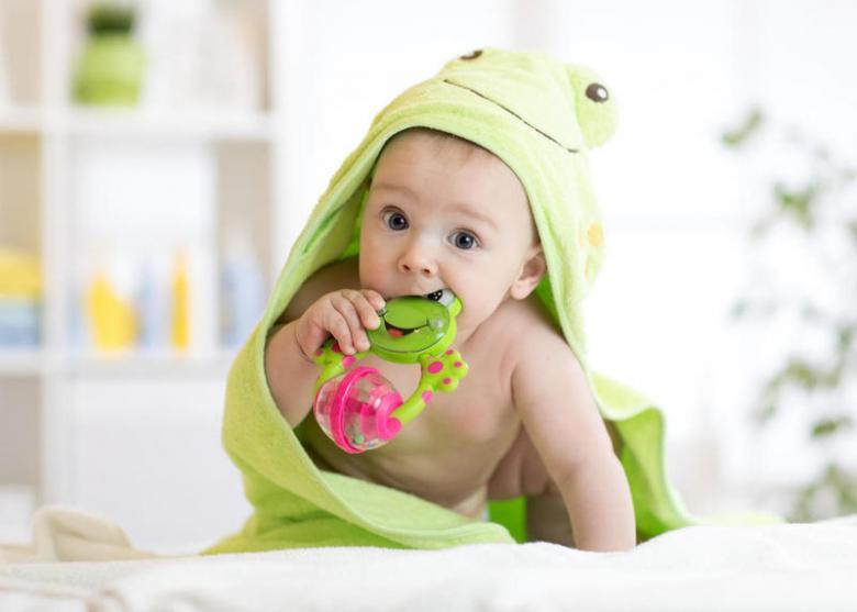 علاجات منزلية طبيعية لآلام التسنين عند الأطفال