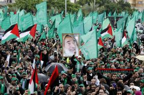 حماس تُحيي انطلاقتها الـ32 بمسيرة مركزية في غزة