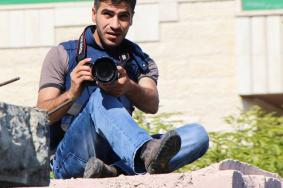 ضغوطات أمنية وراء فصل صحفي من عمله بالخليل