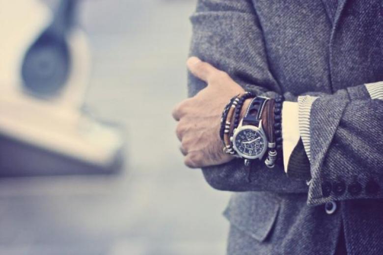 دليلكم الشامل لأناقة كاملة في ارتداء الأساور
