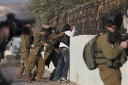 قوات الاحتلال تعتقل شابين وتسلم آخرين بلاغات لمراجعة مخابراتها