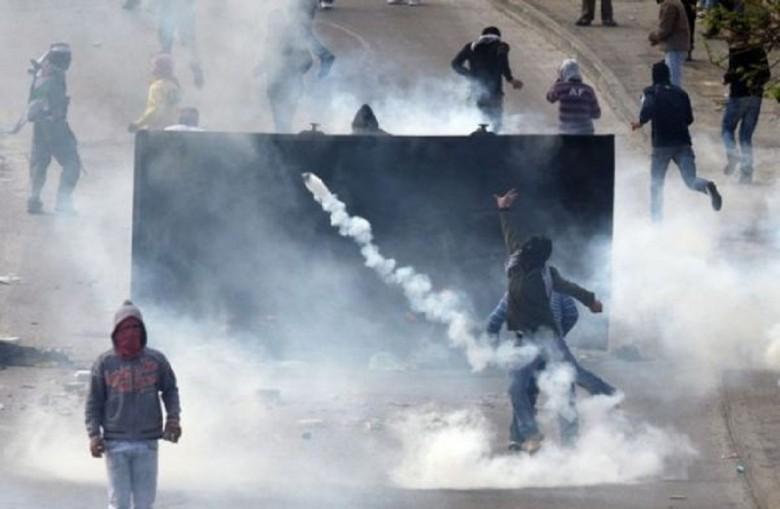 إصابات بالاختناق خلال قمع الاحتلال مسيرة سلمية في البيرة