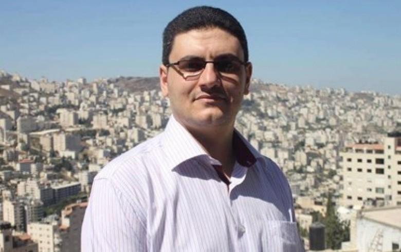 الاحتلال يجدد الاعتقال الإداري للصحفي محمد منى
