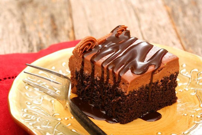 كيك الشوكولاتة بالكراميل والكريمة