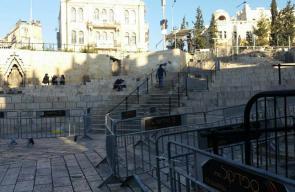 الاحتلال ينشر حواجز حديدية في باب العامود بالقدس