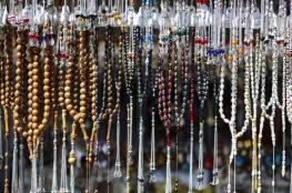 رمز التدين وتميمة لجلب الحظ.. تاريخ السبحة في الأديان