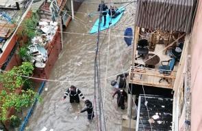 غرق شوارع لبنان جراء تساقط الأمطار