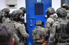 """حالة من التوتر الشديد في معتقل """"ريمون"""""""