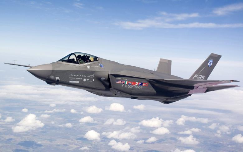 """سلاح الجو الإسرائيلي يستقبل 3 طائرات """"F-35"""""""