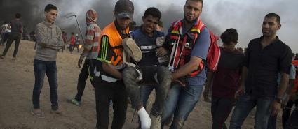 """""""الخدمات"""" تُسعف 60 مصابًا في جمعة """"غزة تنتفض والضفة تلتحم"""""""