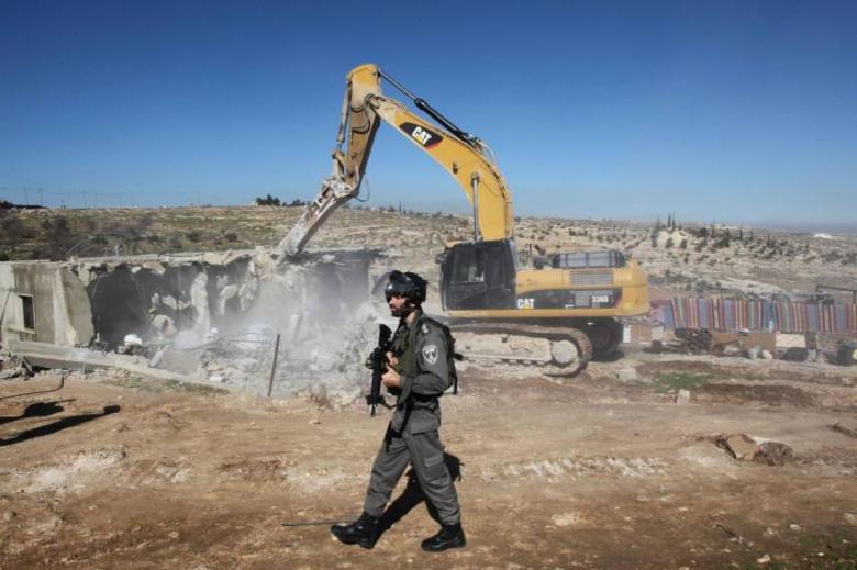 الاحتلال يهدم منزلين بالنقب المحتل