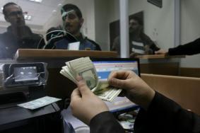 الحكومة بغزة تُحدد موعد وآلية صرف رواتب موظفيها