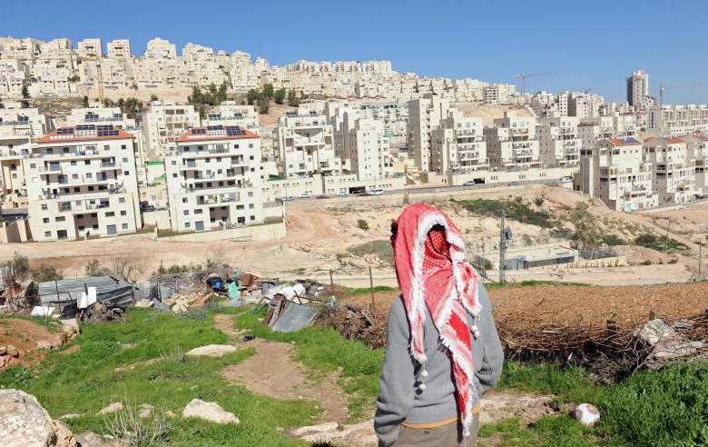 الاحتلال يشرعن مباني استيطانية على أراضٍ بملكية فلسطينية