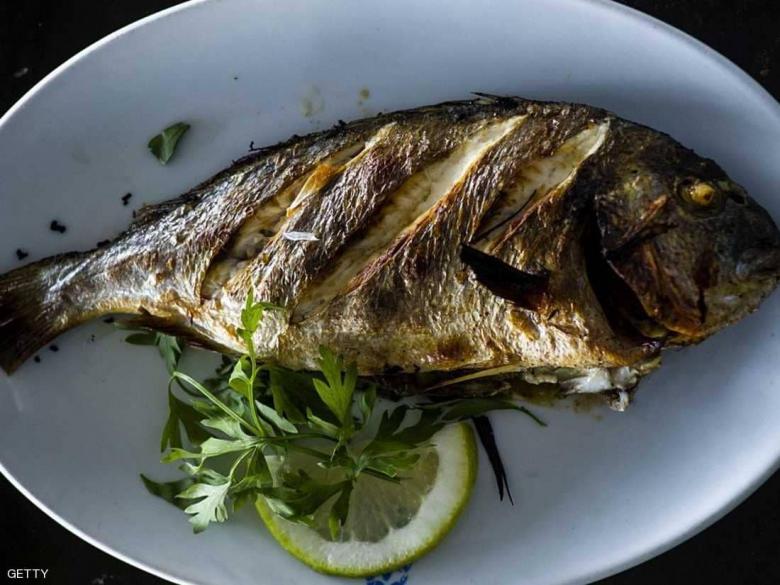 دراسة تقارن فرص حمل النساء مع السمك وبدونه