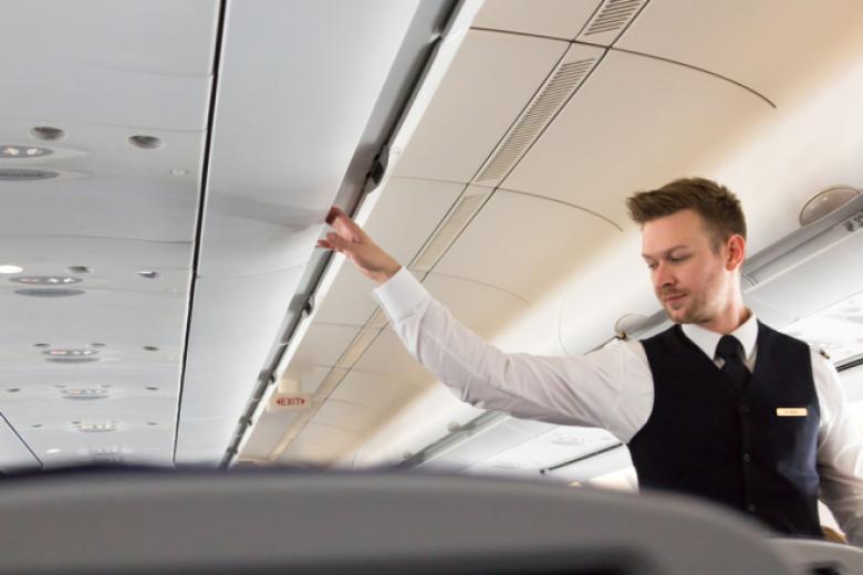 السرطان والصداع والإنفلونزا أمراض تلازم مضيفي الطيران